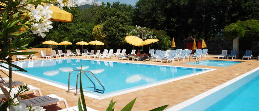 Hotel Iseolago Pool.jpg